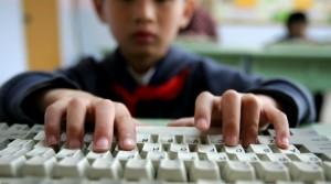 kid-hands-on-computer